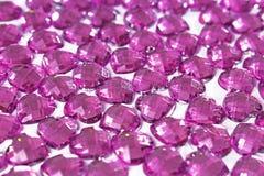 Fondo del diamante artificial Textura de la forma del corazón como foto blanca del estudio del contexto Modelo del cristal del di Foto de archivo libre de regalías
