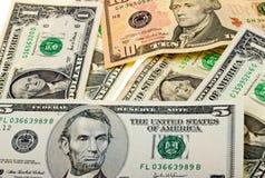 Fondo del dinero de diversos billetes de banco de los E.E.U.U. Imagen de archivo