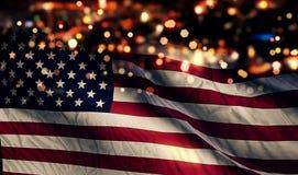 Fondo del extracto de Bokeh de la noche de la luz de la bandera nacional de los E.E.U.U. América Imágenes de archivo libres de regalías