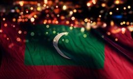 Fondo del extracto de Bokeh de la noche de la luz de la bandera nacional de Maldivas imagenes de archivo
