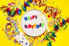 Fondo del feliz cumpleaños, del partido o del carnaval o wi del concepto del partido Foto de archivo