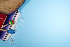 Fondo del festival de Cinco de Mayo en azul Foto de archivo libre de regalías
