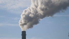 Fondo del fumo del camino Periodo di riscaldamento, periodo di inverno, tubi, ecologia immagine stock libera da diritti