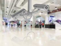 Fondo del grande magazzino di acquisto della videocamera di sicurezza del CCTV Immagini Stock Libere da Diritti