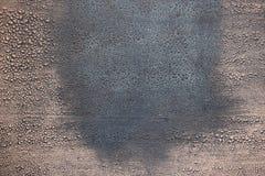 Fondo del Grunge Pintura agrietada con tonos azulados y rosáceos imagen de archivo