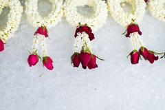 Fondo del hielo con las rosas imagen de archivo libre de regalías