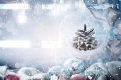 Fondo del invierno con las decoraciones de la Navidad Feliz Año Nuevo Feliz Navidad Imagenes de archivo