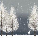 Fondo del invierno en la noche con los árboles y el reno blancos Imagen de archivo