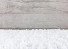 Fondo del invierno fuera de la nieve y de Gray Wooden Background Imagenes de archivo