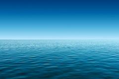 Fondo del mar azul tranquilo y del cielo azul imágenes de archivo libres de regalías
