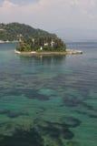 Fondo del mar y Pontikonisi Fotografía de archivo libre de regalías