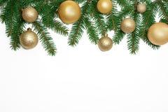 Fondo del marco de la Navidad del árbol de Navidad y del isola de oro de las bolas Fotos de archivo libres de regalías