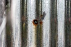 Fondo del metallo dello zinco nella città fotografia stock libera da diritti