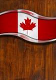 Fondo del metallo e di legno con la bandiera canadese Fotografia Stock