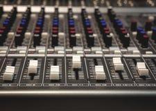Fondo del mezclador de sonidos de foco selectivo Imagenes de archivo