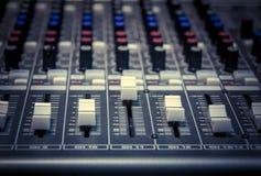 Fondo del mezclador de sonidos de foco selectivo Fotografía de archivo libre de regalías