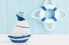Fondo del modello del giocattolo della barca a vela - fondo nautico Fotografia Stock