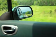 Fondo del mosso dello specchietto retrovisore dell'automobile della strada Immagini Stock