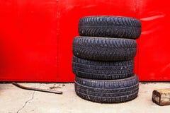 Fondo del negozio della gomma di automobile Fotografia Stock Libera da Diritti