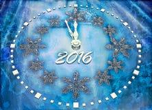 Fondo del nuovo anno con l'orologio del ghiaccio Immagine Stock