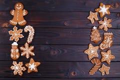 Fondo del nuovo anno o di Natale con i biscotti l piana del pan di zenzero Fotografie Stock Libere da Diritti
