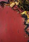 Fondo del nuovo anno su legno afflitto rosso immagine stock
