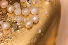 Fondo del ornamento de la torta del oro y de la pasta de azúcar de las perlas Imagen de archivo libre de regalías