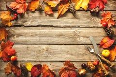 Fondo del otoño de la acción de gracias con los cubiertos del vintage Imagenes de archivo
