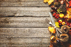 Fondo del otoño de la acción de gracias con los cubiertos del vintage Foto de archivo libre de regalías