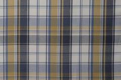 Fondo del paño azul, amarillo y blanco de la tela escocesa fotos de archivo