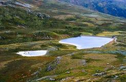 Fondo del paesaggio del lago della montagna della Norvegia Fotografie Stock