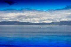 Fondo del paesaggio dell'oceano della barca di guida Fotografia Stock