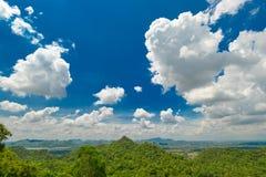 Fondo del paesaggio e del cielo blu Fotografia Stock