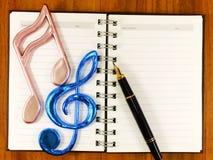 Fondo del papel en blanco con la nota de la música fotos de archivo