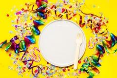 Fondo del partido o del carnaval o concepto del partido con los artículos de la diversión Foto de archivo