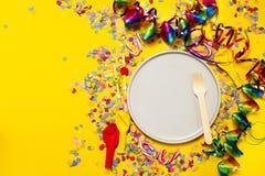 Fondo del partido o del carnaval o concepto del partido con los artículos de la diversión Foto de archivo libre de regalías