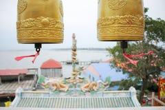 fondo del polo de la campana de oro dos y del dragón Fotos de archivo