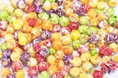 Fondo del popcorn colorato del caramello immagine stock libera da diritti