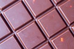 Fondo del primer del chocolate Barras de chocolate de la célula con las almendras Imagen de archivo libre de regalías