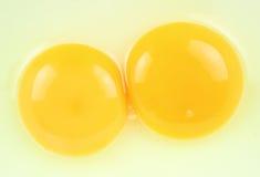 Fondo del primer de la yema de huevo fotos de archivo