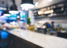 Fondo del restaurante del café de la barra del contador de la tabla de la falta de definición Fotografía de archivo