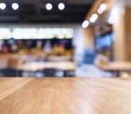 Fondo del restaurante de la barra de la falta de definición del contador de la sobremesa Foto de archivo libre de regalías