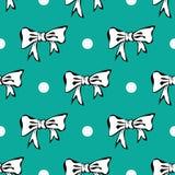 Fondo del reticolo di Seamles con gli archi di bianco ed i punti di Polka Immagine Stock