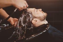 Fondo del salone di capelli per gli uomini, negozio di barbiere immagini stock libere da diritti