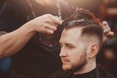 Fondo del salone di capelli per gli uomini, negozio di barbiere immagine stock libera da diritti