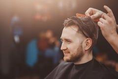 Fondo del salone di capelli per gli uomini, negozio di barbiere fotografie stock