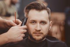 Fondo del salone di capelli per gli uomini, negozio di barbiere immagini stock