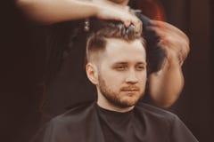 Fondo del salone di capelli per gli uomini, negozio di barbiere fotografia stock