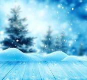 Fondo del saludo de la Feliz Navidad y de la Feliz Año Nuevo con la tabla Fotos de archivo libres de regalías