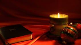 Fondo del vídeo de la biblia y de la Navidad de la vela almacen de video